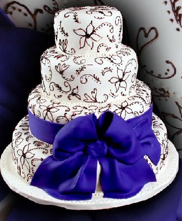 pastel de 15 años morado y blanco