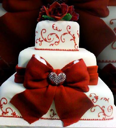 pastel de 15 años blanco y rojo con moño