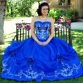 Vestido de 15 años Azul con bordado Blanco
