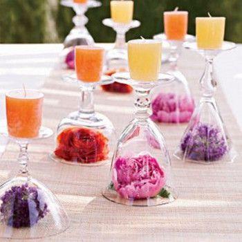 centros de mesa con copa y flor dentro