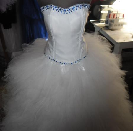 Vestido Blanco piedritas azules